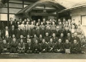 1952年3月28日。紫雲寺での敬老会。前一列目、左から4人目。
