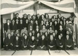 1951年3月28日。紫雲寺での敬老会。前二列目左から4人目。
